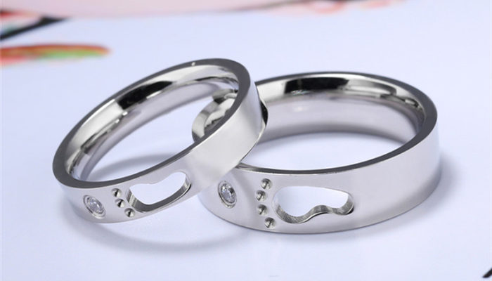 A Guide to Buying Stainless Steel Jewelry